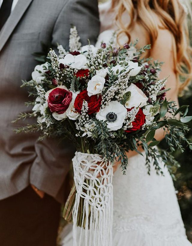 Our Favorite 9 Winter Bridal Bouquets Winter Wedding Essentials