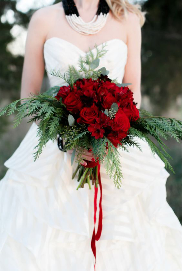 10 of our favorite Winter Bridal Bouquets | www.loveandlacebridalsalon.com/blog